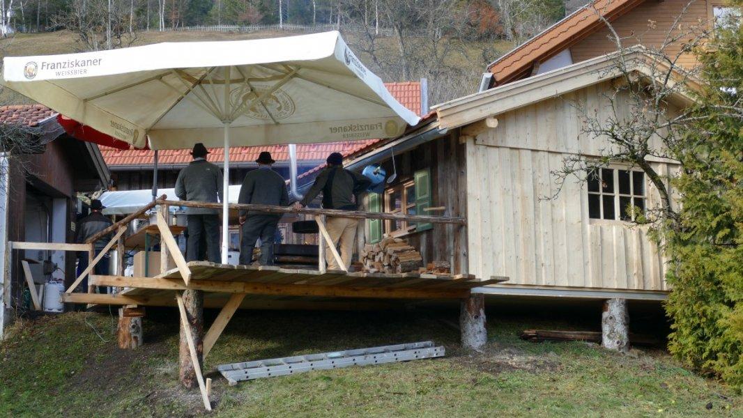 Wallgauer Adventsmarkt der Sinne 2018 an der Sonnleiten. Samstag 01.12.2018. Stand des Holzhackervereins