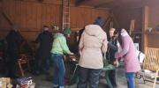 Mitglieder von Wallgau Aktiv bei der Vorbereitung zum Adventsmarkt der Sinne an der Sonnleiten in Wallgau 2018